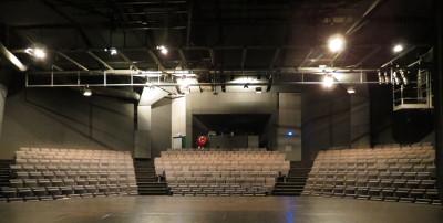 Gradins de la salle de spectacles