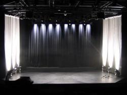 Scène avec éclairage latéral